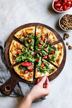 Who says pizza can't be healthy? This gluten-free pizza has a cauliflower crust and is topped with mozzarella, goat cheese, walnuts, arugula, and fresh strawberries. Healthy Strawberry Recipes, Arugula Pizza, Goat Cheese Pizza, Cauliflower Crust Pizza, Gluten Free Pizza, Pizza Recipes, Mozzarella, Vegetable Pizza, Strawberries