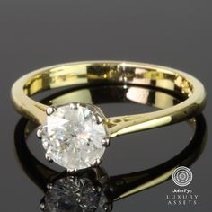18ct #gold solitaire #ring comprising a round cut #diamond in a raised platinum claw setting