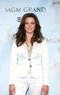 Martina McBride Country Female Singers, Country Music Artists, Country Music Stars, Beautiful Voice, Beautiful People, Martina Mcbride, Music Mix, Celebs, Celebrities