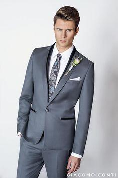 42513f856aa90 Garnitur ślubny LEONARDO GAPS000119 uszyty z wełny 100%. Do tego biała  koszula SIMONE KDBS000363