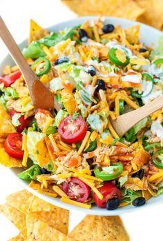 #yummyinmytumbly: BUFFALO CHICKEN TACO SALAD