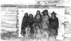 Mandan family - circa 1870 Native American Beauty, Native American Tribes, American War, American History, Mandan Indians, Native Indian, African Americans, First Nations, Black People