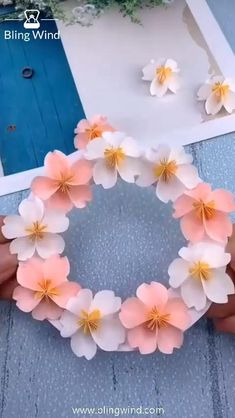 Cool Paper Crafts, Paper Flowers Craft, Paper Crafts Origami, Flower Crafts, Diy Flowers, Paper Flowers Wall Decor, Pretty Flowers, Diy Crafts Hacks, Diy Crafts For Gifts