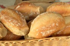 """Zum Frühstück lieben wir die Abwechselung. Unter der Woche muss es schnell gehen, am Wochenende darf die Vorbereitung auch länger dauern. Am liebsten mit selbstgebackenen Brötchen. Trotzdem stört mich oft die lange """"Ruhephase"""". Nicht immer kann ich den Teig über Nacht in den Kühlschrank stellen… Oder vergesse ganz einfach einen Teig anzusetzen. Durch Zufall bin... Weiterlesen Krups Prep&cook, Breakfast Snacks, Bread Baking, Deserts, Brunch, Food And Drink, Low Carb, Gluten, Cooking"""