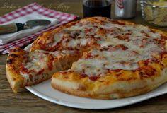 Pizza soffice, pizza margherita alta cotta in teglia sofficissima, facile da preparare, con poco lievito per risultare leggerissima.