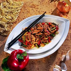 Fried pork with Chinese noodles - miam - Asian Recipes Pork Recipes, Asian Recipes, Cooking Recipes, Healthy Recipes, Ethnic Recipes, Asian Snacks, Salty Foods, Pasta, Fried Pork