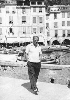 Aristoteles Onassis neigte gegen Lebensende immer mehr zur Melancholie und starb 1975 in Neuilly-sur-Seine an einer Lungenentzündung.