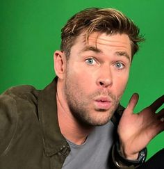 Beautiful celebrities chris hemsworth cute, chris hemsworth aesthetic, liam and chris hemsworth, Chris Hemsworth Thor, Ghostbusters Chris Hemsworth, Chris Hemsworth Workout, Zoo Wee Mama, Snowwhite And The Huntsman, Hemsworth Brothers, Avengers Cast, Out Of Touch, Handsome Actors