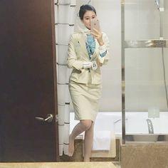 Very beautifull Korean Airlines, Korean Short Hair, Fly Girls, Ideal Beauty, Cabin Crew, How To Pose, Sexy Stockings, Flight Attendant, Beautiful Asian Women