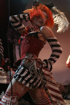 Dont we just all lovelovelove Emilie Autumn and her dearest bloody crumpets? Circo Steampunk, Steampunk Circus, Steampunk Costume, Circus Aesthetic, Circus Fashion, Dark Circus, Night Circus, Doll Painting, Circus Theme