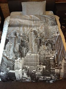 NEW York Cityscape Quilt Cover Duvet SET, I love the city! Would tie in great with either red or mint accents