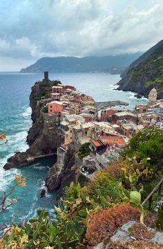 Explore the Cinque Terre, Italy Places Around The World, Oh The Places You'll Go, Places To Travel, Places To Visit, Around The Worlds, Italy Holiday Destinations, Travel Destinations, Comer See, Cinque Terre Italy