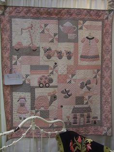 122 best patchwork baby quilt images on babyThis Pin was discovered by VilJungle quilt and appliqué Baby Girl Quilts, Boy Quilts, Baby Girl Blankets, Girls Quilts, Patchwork Quilting, Patchwork Baby, Applique Quilts, Cute Quilts, Small Quilts
