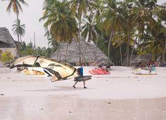 Auf der südostlichen Seite von Zanzibar, wo sich auch The Rock befindent, malen die Ebbe und Flut den Meeresblick in irrsinnige Farben.