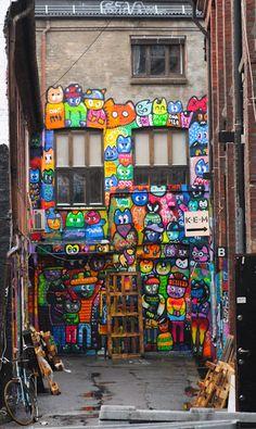 In the backyard: Photo by Photographer Sidsel Tonnessen Stencil Graffiti, Graffiti Artwork, Street Art Graffiti, Banksy, Outdoor Art, Chalk Art, Sculpture, Funny Art, Public Art