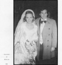 1982 wedding of actress Linda Purl and actor/musician Desi Arnaz, Jr. It was the first wedding for . Celebrity Wedding Photos, Celebrity Couples, Celebrity Weddings, Hollywood Music, Hollywood Fashion, Old Hollywood, Star Wedding, Wedding Pics, Wedding Couples
