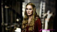 Cersei Lannister - es la única hija de Tywin Lannister, antigua Mano del Rey y el hombre más rico de los Siete Reinos. Es una mujer muy manipuladora y ambiciosa. Está casada con Robert Baratheon y aunque desprecia a su marido, adopta su apellido y se convierte en reina de los Siete Reinos. Es la madre de sus tres hijos. Pertenece a la casa Lannister, en la que tiene dos hermanos: su mellizo, Jaime, con el que mantiene una estrecha relación; y el inteligente enano, Tyrion, al que apenas…