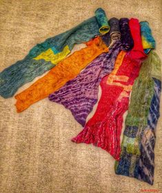 Shibori and patchwork Nuno Foulards Nuno, Textiles, Shibori, Scrappy Quilts, Textile Design, Felting, Scarves, Fabrics, Textile Art