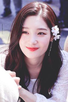 Jung Chae Yeon (정채연) Kpop Girl Groups, Korean Girl Groups, Kpop Girls, Korean Beauty, Asian Beauty, Yoon So Hee, Jung Chaeyeon, Aesthetic Girl, Celebs
