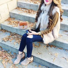 Chale aao pas mere thora or thora or🌹 Stylish Girls Photos, Stylish Girl Pic, Fur Vest Outfits, Cute Outfits, Fall Winter Outfits, Autumn Winter Fashion, Southern Curls And Pearls, Stylish Dpz, Cute Girl Photo