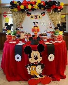 Mickey Birthday Cakes, Mickey Mouse Birthday Decorations, Mickey Mouse First Birthday, Frozen Birthday Theme, Mickey Mouse Parties, Mickey Party, Fiesta Mickey Mouse, Mickey Mouse Clubhouse Birthday Party, Baby Mouse