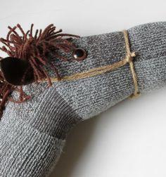 A perfect cowboy costume accessory: a hobby horse from an old sock / Játék lovacska - vesszőpariba régi zokniból / Mindy