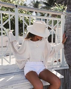 Soft and cozy drop shoulder sweater with sexy open back. From lounging at home to walking in the part, this is the perfect stylish lounge sweater. Outfits With Hats, Trendy Outfits, Cute Outfits, Chic Summer Outfits, Summertime Outfits, Summer Fashions, Girly Outfits, Dress Outfits, Summer Dresses