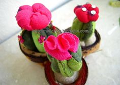 Cactus Pincushion tutorial' - awww i love cactuses!!! this would be perfect for me :)