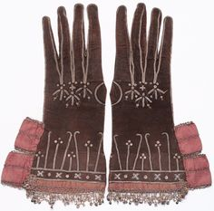 Gloves Leather, silk ribbon, metal lace and embroidery, metal sequins European, c. 1650 Gift of Arizona Costume Institute Historical Costume, Historical Clothing, Historical Dress, Baroque Fashion, Vintage Fashion, Royal Fashion, Vintage Accessories, Fashion Accessories, 17th Century Fashion