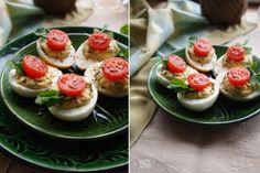 Пряные фаршированные яйца с хумусом