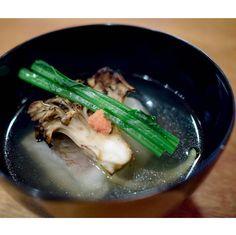 Kappo lunch @ Kyoto Miyagawa-cho Suiren (宮川町 水簾) Bowl Dish - Snapper turnip hiratake (shimeji) mushrooms clear soup椀物天然真鯛と小蕪 平茸の清汁 by ekfairy