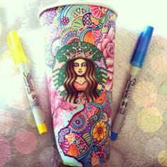 I Turn Starbucks Cups Into Art - Zentangle - Illustration - Art - Drawing - Kaffee Starbucks Cup Design, Starbucks Coffee Cups, Copo Starbucks, Starbucks Cup Art, Starbucks Drinks, Coffee Coffee, Kristina Webb, Arte Sketchbook, Latte Art