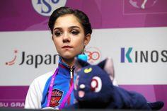 記者会見場にアニメキャラクターのティッシュボックスを持ち込んだエフゲニア・メドベジェワ=遠藤啓生撮影 (2016年12月9日)