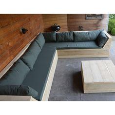 Deze loungeset heeft schuine zijkanten als armleuningen.