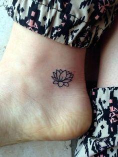 Bueno los pies no están tan bonitos pero el tatoo si lo esta