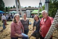 Der Abenteuerspielplatz Oberkassel feierte sein Sommerfest. Zu den Organisatoren gehörten Dagmar Behmer-Speier (v.l.), Christina Jacob, Dominik van den Berg und Lothar Wiehagen.