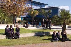 Colegio de educación secundaria en la ciudad de #tauranga. Estudia en #taurangagirlscollege con #xploraeducation .Colegio para niñas ubicado a aproximadamente 2 horas y media de Auckland.  Ofrece muchas opciones de ramos y actividades, y se preocupa que sus alumnas desarrollen su confianza y liderazgo.  Posee laboratorio de computación, música, sala de multimedia, piscina templada y gimnasio.