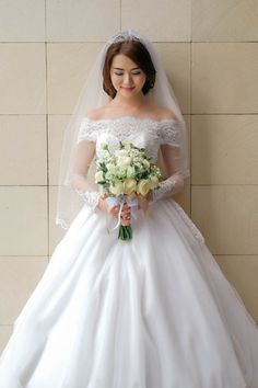 Long sleeve wedding dress for your dreamed wedding dress ideas | The Wedding - Henry & Dewi by Fery Saputra | http://www.bridestory.com/fery-saputra/projects/the-wedding-henry-dewi