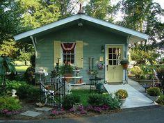 Sweet vintage home & garden shop.Beautiful ♥