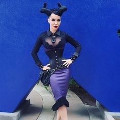 whatkatiediduk How incredible is this costume by @masuimimax at the Pinup Parade, hosted by Pinup Girl Clothing?! She wore our gorgeous Mae Corset as part of her Maleficent outfit, which also included this @pinupgirlclothing purple and black lace dress by @laurabyrnes, hip holster by @jungletribela, and a necklace from @evil_pawn_jewelry! Makeup from @iamsin and @lasplashcosmetics.