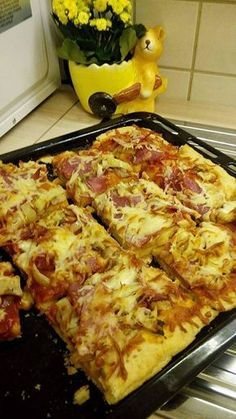 Ελληνικές συνταγές για νόστιμο, υγιεινό και οικονομικό φαγητό. Δοκιμάστε τες όλες Cookbook Recipes, Cooking Recipes, Healthy Recipes, Macedonian Food, Cauliflower Crust Pizza, Chicken Pizza, Food Tasting, Everyday Food, Savoury Dishes