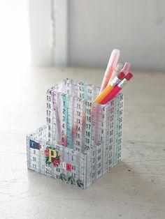 市販の透明なペンスタンドに大胆にスケール柄をデコパージュ。/デコパージュ雑貨(「はんど&はあと」2013年9月号)