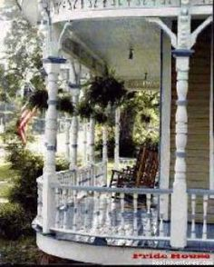 Pride house - Jefferson, Tx - hmmmm, another railings and posts porch painted two different colors.