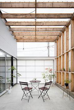Garage-Terrace House, Japan .