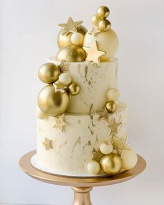 """We have collection of stunningly beautiful cake decorating to help inspire your baking passions and delight to the guest of honor. Take a look at the gallery board """"Cake Designs"""" Christmas Cake Decorations, Christmas Sweets, Holiday Cakes, Christmas Baking, Beautiful Cakes, Amazing Cakes, Stunningly Beautiful, Elegant Birthday Cakes, New Year's Cake"""