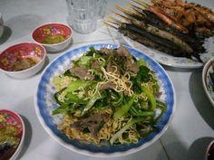 Justin Vo love food Viet Nam:  Món mì xào thịt bò với cải bẹ xanh, Sinh nhật Hải pro, thứ năm, ngày 22/3/2018, 20h05'.