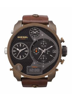 For military-chic outfit on the weekend, dress it up with the Diesel XL Oversize Men´s Chronograph. The muted colors set in an oversized face is perfect for an understated look.