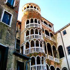 Another hidden treasure of #Venice #scalacontarinidelbovolo a #masterpiece of #italian #architecture