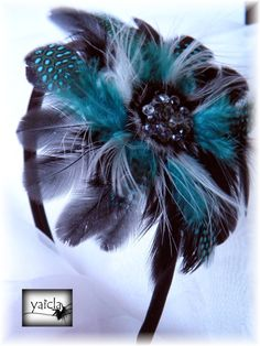 diadema en negro y verde azulado