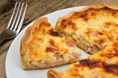 A pie that's savory and not sweet, quiche can be found all over France. One of the most common French quiches is quiche lorraine which features lardons (smoked bacon pieces), eggs, and sometimes cheese. Upside Down Desserts, Ham And Cheese Quiche, Easy Quiche, Homemade Pastries, Shortcrust Pastry, Smoked Bacon, Quick Dinner Recipes, Tasty Dishes, Food Processor Recipes